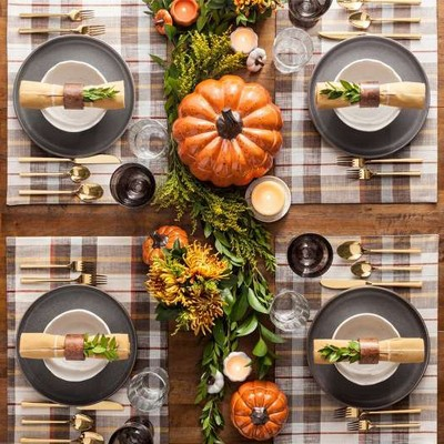 festive traditional thanksgiving table