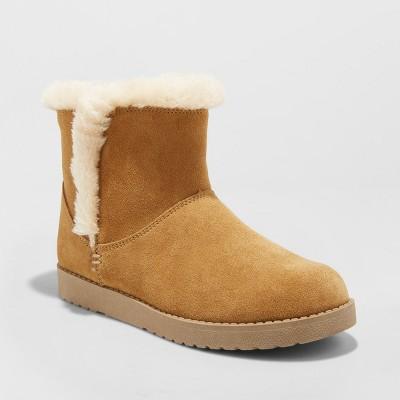 Women's Bellina Suede Short Winter Boots - Universal Thread™