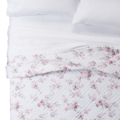 white blooming blossoms quilt