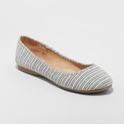 Women's Alisa Closed Toe Ballet Flats - Universal Thread™