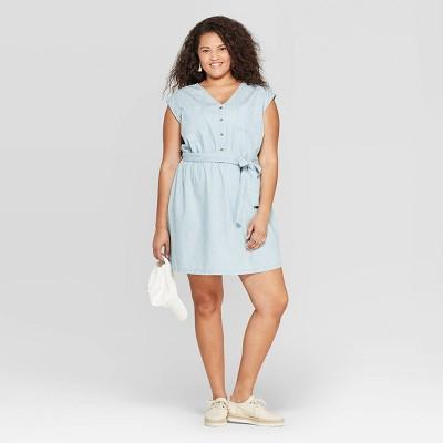 Women's Plus Size Short Sleeve V-Neck Belted Denim Dress - Universal Thread™