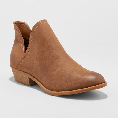 Women's Nora V-Cut Ankle Booties - Universal Thread™