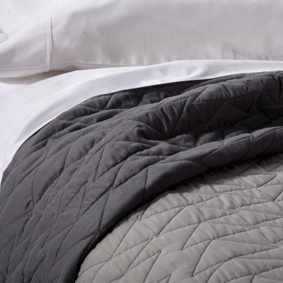 Triangle Stitch Quilt - Pillowfort™