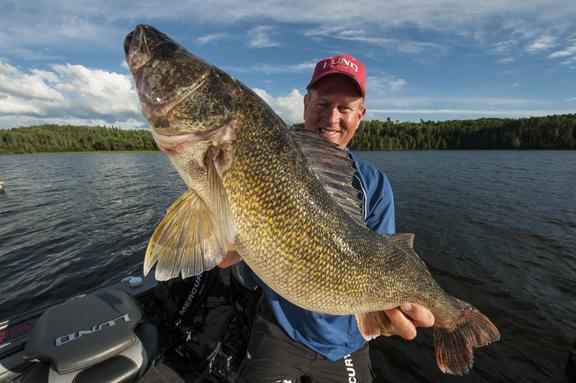 Edlund-mayfly-hatch-fish-target-walleye-160615