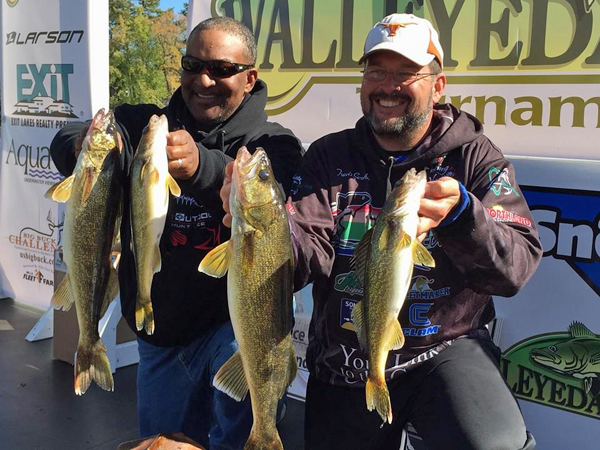 travis-sorokie-4-fall-chub-tip-target-walleye-160928
