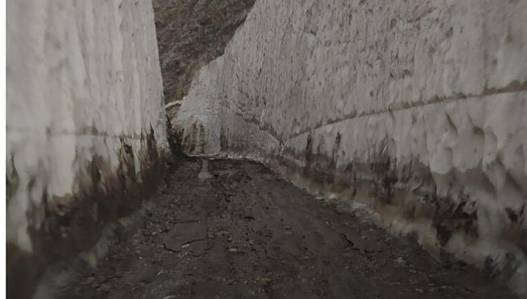 Haziran'ın son haftasında kar tüneli görenleri şaşırttı