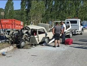 Otomobil ile Çarpışan Traktör 2'ye Bölündü: 3 Kişi Öldü