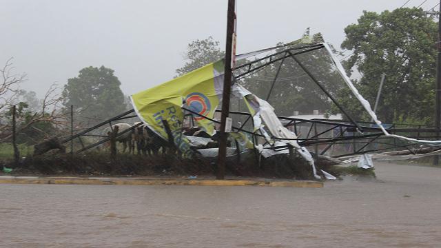 """Meksika'da """"Nora Kasırgası"""" Birçok Bölgeyi Sular Altında Bıraktı"""