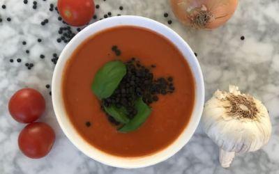 Antiinflammatorisk tomatsoppa med belugalinser