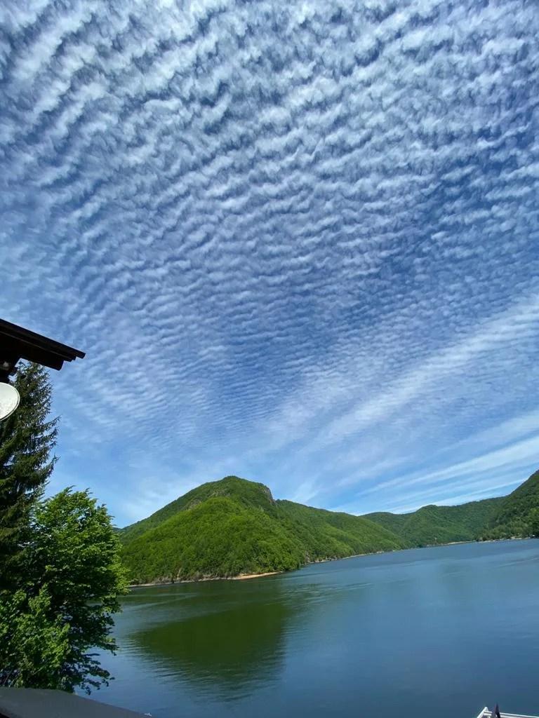 Lake House 17
