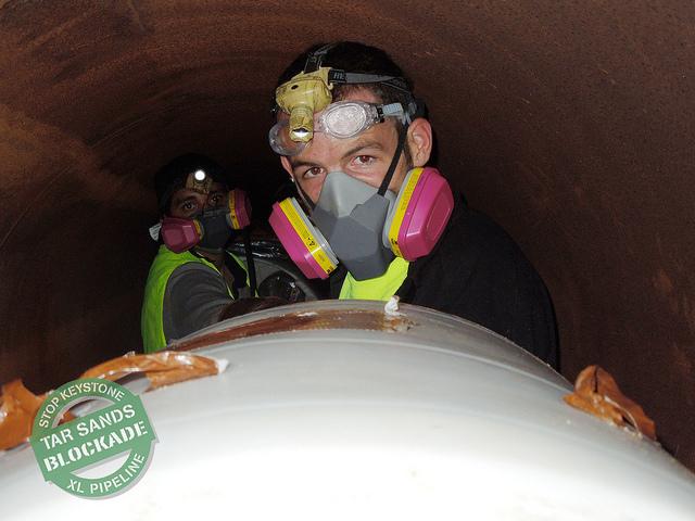 https://i0.wp.com/tarsandsblockade.org/wp-content/uploads/2012/12/Glenn-Gasmask.jpg