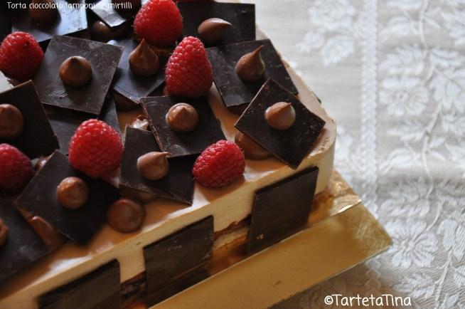 Torta cioccolato lamponi e mirtilli