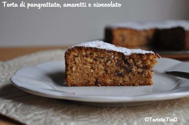 Torta di pangrattato amaretti e cioccolato