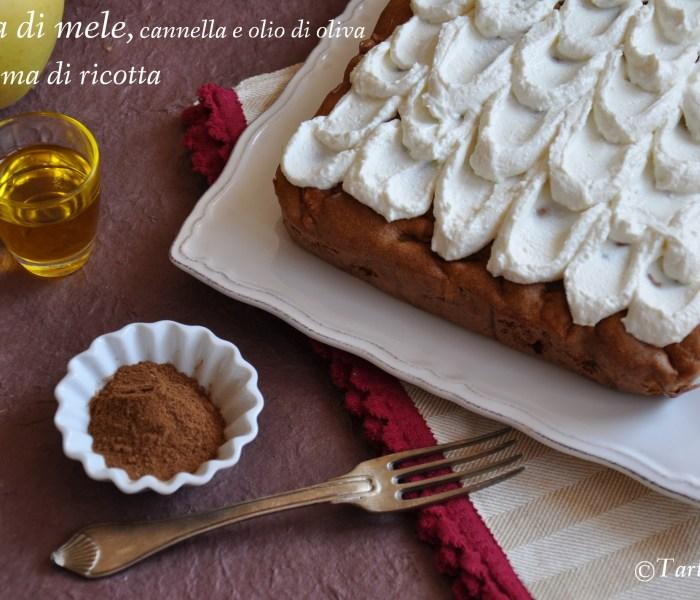 Torta di mele, cannella e olio di oliva con crema di ricotta