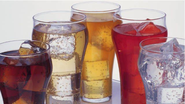 المياه الغازية المثلجة تساعد على تفاقم السكري وزيادة الوزن