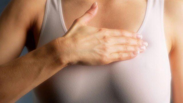 المرأة بيضاء البشرة تتعرض أكثر لمخاطر سرطان الثدي