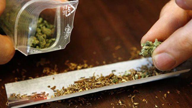 أطباء يعللون أسباب صعوبة التكلم بعد تدخين الماريخوانا