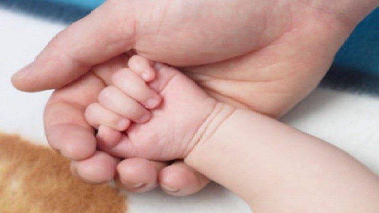 عائلة تُرزق بمولود أنثى لأول مرة منذ حكم نابليون