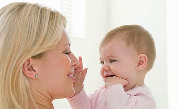 العلاقة بين الأم والطفل