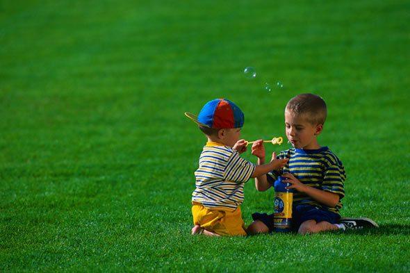 خطوات تشجعين بها طفلك على اللعب بالخارج