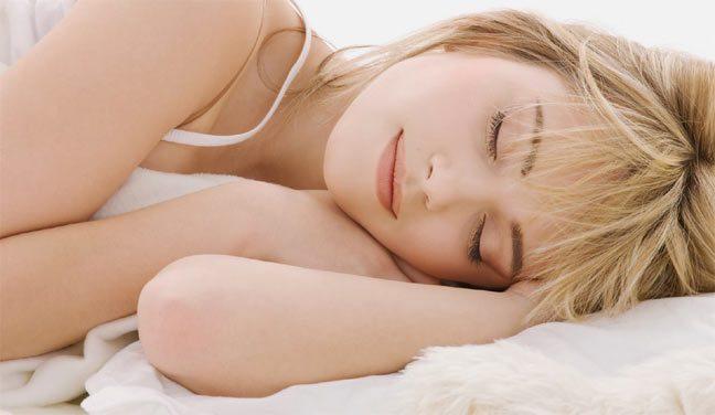 طول فترة نوم المرأة يؤثر على رغباتها الجنسية