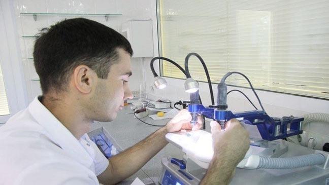 علماء سيبيريا يبتكرون نسيجا يماثل نسيج العظام