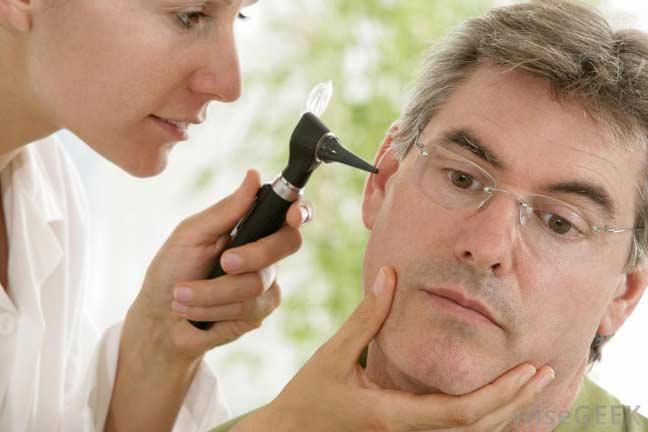 التهاب الاذن الخارجية ، عدوى الأذن الخارجية ، أذن السباحين