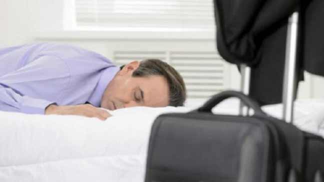 هل يكفيك النوم لأربع ساعات فقط؟