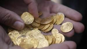 أحد هواة الآثار في ألمانيا يعثر على كنز ذهبي من حقبة النازية