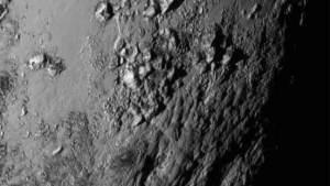 الصور الأولى من ناسا تكشف النقاب عن جبال جليدية وقمر نشط لكوكب بلوتو