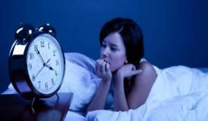 أطعمة تسبب قلق النوم
