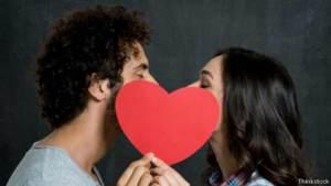 لماذا يتبادل البشر القبلات؟