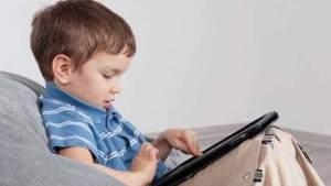 الكمبيوتر اللوحي يسبب مشاكل صحية للأطفال