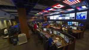 داخل غرفة ناسا للتحكم في محطة الفضاء الدولية