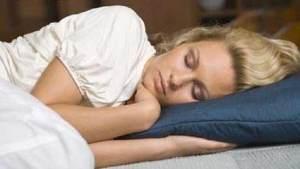 العلماء يحددون درجة الحرارة المثالية للنوم