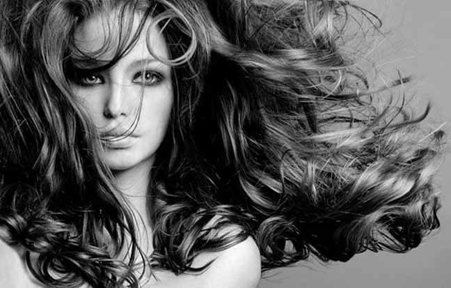 نصائح لإستعادة بريق الشعر في فصل الشتاء