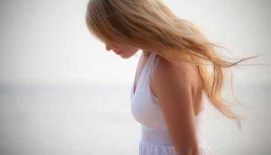 الشعر الزائد عند حواء وعلاقته بمظاهر الأنوثة والإنجاب