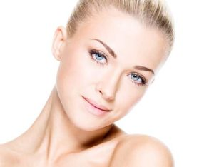 وصفات للعناية بالبشرة الدهنية والبشرة الجافة للحصول على بشرة نقية صافية