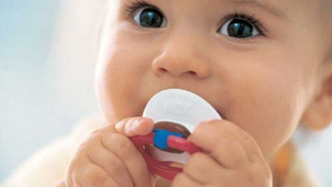مادة كيميائية مسرطنة في مصاصات الأطفال والواقي الذكري