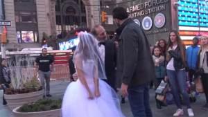 مليون مشاهدة لتجربة صادمة.. زواج مُسنّ في الـ 65 من طفلة 12 عام
