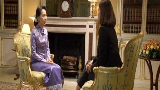 """حائزة """"نوبل للسلام"""" من بورما: لم يخبرني أحد أنني سأجري حواراً مع مسلمة"""