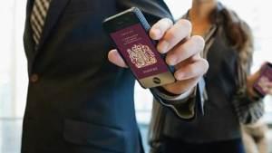 الهواتف الذكية يمكن أن تحل مكان جواز السفر
