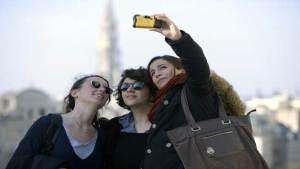 العلماء يحددون العمر الذي نتواصل فيه أكثر مع أصدقائنا