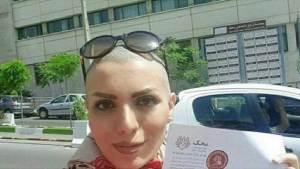إيرانية تحلق شعرها لتساعد الأطفال المصابين بالسرطان