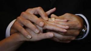 محكمة سويسرية ترفض زواج سبعينية بشاب تونسي