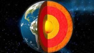نواة الأرض أصغر دهرا من قشرتها