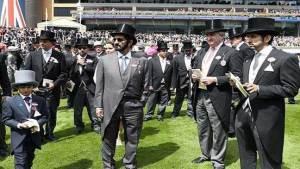 حاكم دبي بزي نبلاء بريطانيا