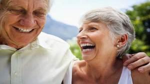 4 أشياء مدهشة تحدث لا إراديا بعد الزواج الطويل
