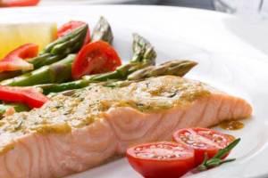 الأسماك الدهنية تقلل من خطر الوفاة بسرطان الأمعاء