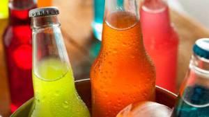 المشروبات الغازية والسكرية تعرضك لأمراض أنت بغنى عنها